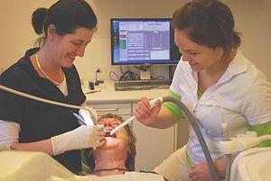 300px-dentist-2