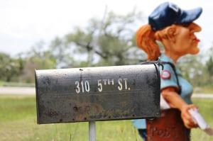 mailwoman-1187916_960_720